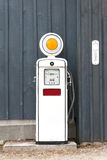 Vieille pompe à gaz Photo stock
