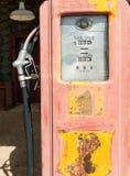 Vieille pompe à gaz classique Image libre de droits