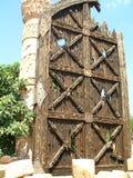 Vieille porte énorme à l'amphithéâtre Images libres de droits