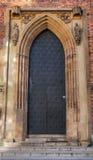 Vieille porte antique fermée de fer Photographie stock