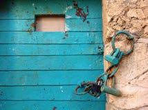 Vieille porte bleue dans l'acre d'Akko, Israël Photos stock