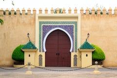 Vieille porte d'entrée au palais royal au Maroc Fes photographie stock libre de droits