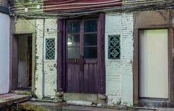 Vieille porte dans le village muré de Tsang Tai Uk également connu sous le nom de Shan Ha Wai dans les nouveaux territoires de Ho photographie stock