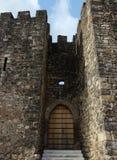 Vieille porte dans un château Images libres de droits