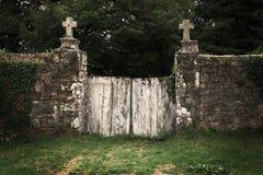 Vieille porte de cimetière Photographie stock libre de droits
