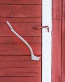 Vieille porte de grange avec la poignée Images libres de droits