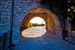 Vieille porte de ville de Kastav à la vue de coucher du soleil Photos libres de droits