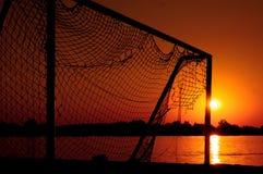 Vieille porte du football sur la plage Images libres de droits