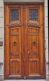 Vieille porte en bois à Valence images libres de droits