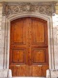 Vieille porte en bois à Valence, Espagne photographie stock
