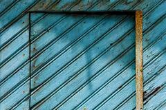 Vieille porte en bois bleue Photographie stock