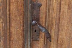 Vieille porte en bois brune de vintage avec des modèles Fond Tamplete Images stock