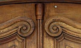 Vieille porte en bois brune de vintage avec des modèles Fond Tamplete Image stock