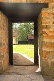 Vieille porte en bois d'une cour Photographie stock libre de droits