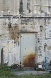 Vieille porte en métal avec la rouille Photo stock
