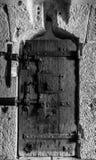 Vieille porte en noir et blanc Photo stock