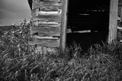 Vieille porte foncée et vide Photo stock