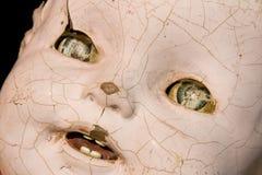 Vieille poupée antique de childs avec le visage rampant Image libre de droits