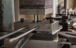 Vieille presse hydraulique de poinçon photos libres de droits