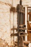 Vieille presse olive utilisée pour faire l'huile photo stock