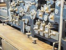 Vieille presse typographique Vieille presse typographique - équipement polygraphique images libres de droits