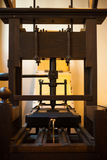 Vieille presse typographique en bois traditionnelle de livre Photo stock