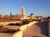 Vieille promenade de dessus de toit de ville à Jérusalem Photographie stock libre de droits