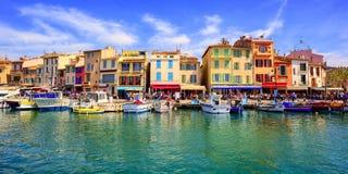 Vieille promenade de port de ville de cassis, Provence, France image stock