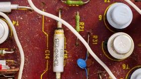 Vieille puce poussiéreuse de microcircuit avec les composants électroniques clips vidéos