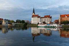 Vieille réflexion de ville d'Elblag photographie stock