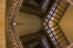 Vieille réflexion jaune d'escalier Images stock