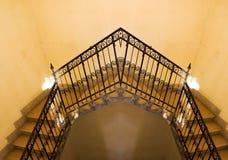 Vieille réflexion jaune d'escalier Photographie stock libre de droits