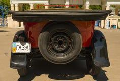 Vieille rétro voiture GAZ- A Photos stock