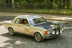 Vieille rétro voiture Mercedes-Benz 220 photo stock