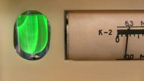 Vieille radio de tube électronique de accord banque de vidéos