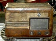Vieille radio en bois Images stock