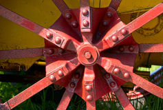 Vieille roue de tracteur Image libre de droits