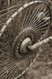 Vieille roue rouillée en métal photo stock