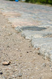 Vieille route de pavé rond pavée avec des pierres Images libres de droits