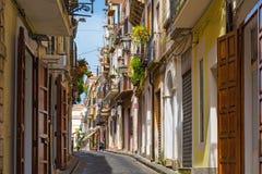 Vieille rue avec du charme dans la vieille ville Pizzo, Calabre, Italie photo libre de droits