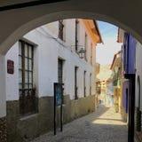 Vieille rue coloniale dans La Paz, Bolivie Image stock