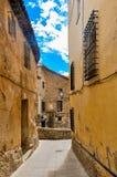 Vieille rue d'une ville de Cuenca, Espagne photographie stock libre de droits