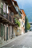 Vieille rue dans Colico Image stock