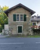 Vieille rue dans Ferney-Valtaire photographie stock libre de droits