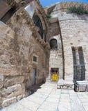Vieille rue de Jérusalem de ville dans des vacances de tourisme d'été images libres de droits