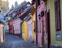 Vieille rue de Sighisoara photos stock