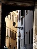 Vieille rue de ville photographie stock libre de droits