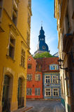Vieille rue de ville de Riga Photographie stock