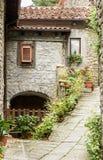 Vieille rue en Toscane Images stock