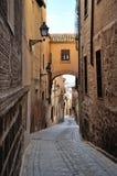 Vieille rue espagnole traditionnelle toledo Image libre de droits